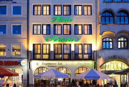 Hotel Schlicker bei Nacht