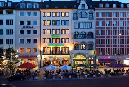 Tal bei Nacht mit Hotel Schlicker